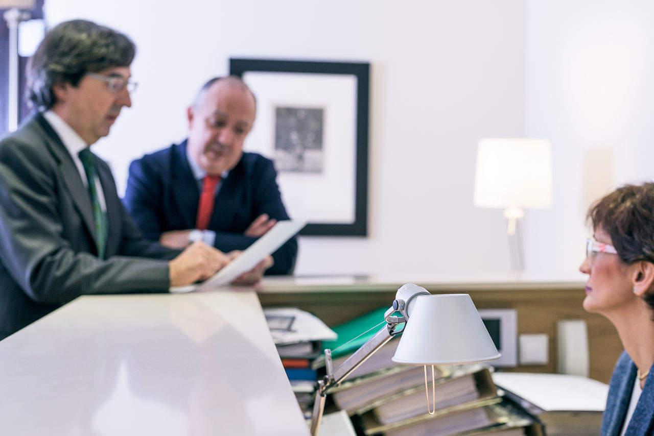 Fotografía corporativa reportaje abogados FGV Asociados